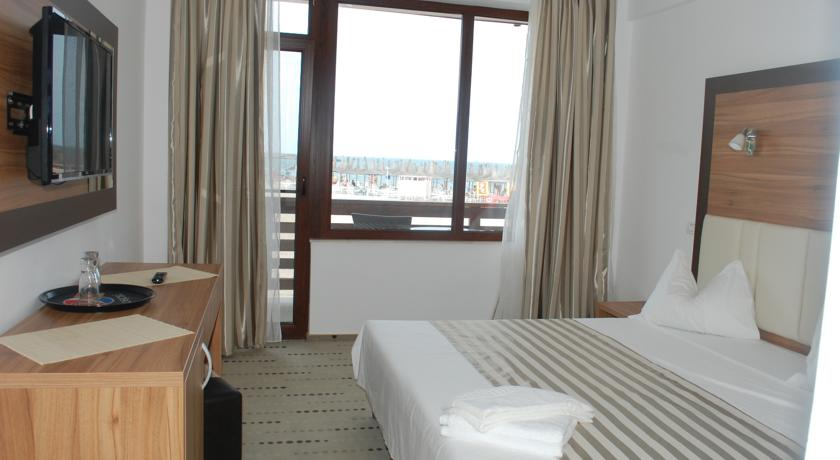 0174.-Camera-hotel-Laguna-Mangalia.jpg